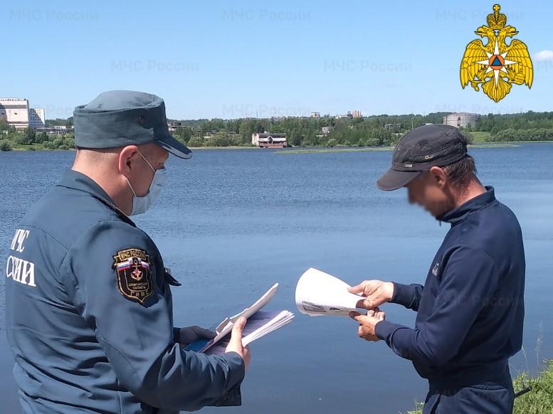 Смоленские спасатели продолжают патрулировать водоемы региона