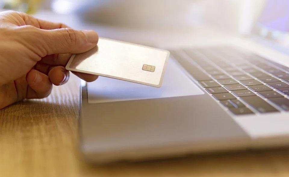 Смоляне лишились денег, покупая или продавая товары в интернете