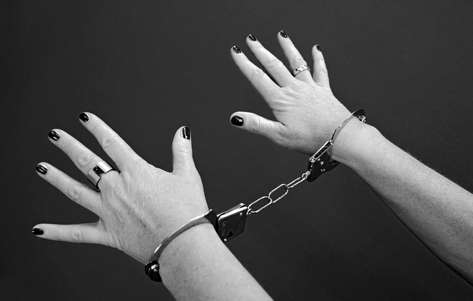 Жительница Рославльского района оскорбила полицейского и ответит за это по закону