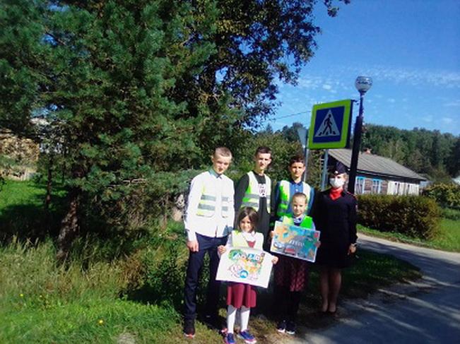 Для младших школьников Рославля прошла акция «Иди по безопасному пути»