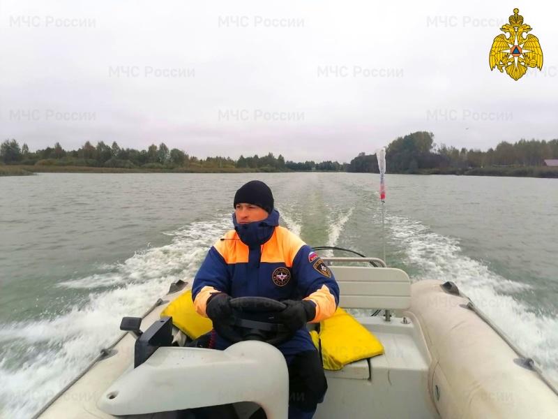 Спасатели продолжают контролировать обстановку на водоемах Смоленщины