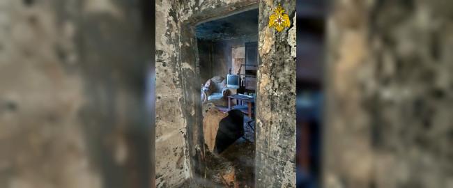 Спасатели эвакуировали 20 жильцов при пожаре в девятиэтажке в Десногорске